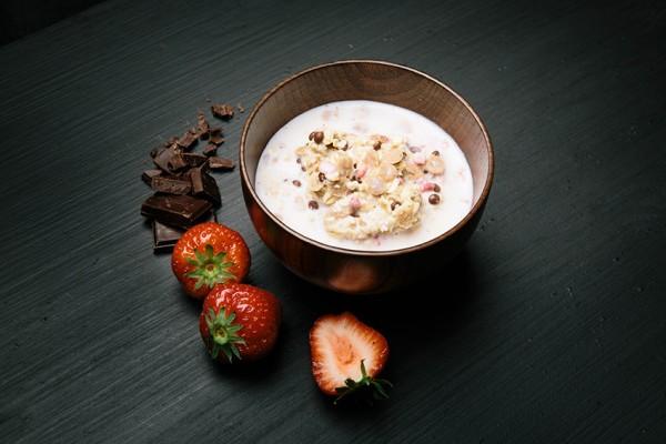 Real Field Meal Light Meal Schokladen Müsli mit Erdbeeren